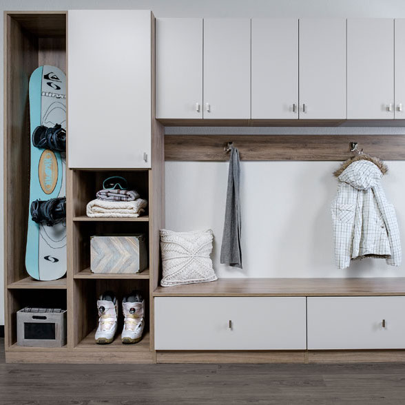 Custom mudrooms design for home organization